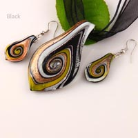 Murano glass pendant and earring set